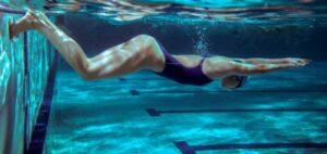existen diferentes estilos en la natación que puedes usar cuando ejerzas este deporte